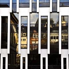 Placa (estiu87) Tags: windows abstract glass reflections arquitectura geometry minimal luxemburg fassade reflexes myway vidres finestres geometra archshot fassana