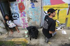 Duque de Caxias/RJ (Ratão Diniz) Tags: muro brasil riodejaneiro cores graffiti mural rj arte grafiti periferia cor favela morro desenho caxias parede jovem pintura painel juventude grafite artederua comunidade colorido voluntariado voluntario duquedecaxias criatividade mof solidario solidariedade arteurbana jovens graffite comunidadepopular grafiteiro espaçourbano mutirao criaçao espaçopopular rataodiniz linguagempopular criaao vilaoperaria meentingoffavela morrodavilaoperaria espaopopular espaourbano mof2012