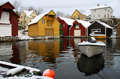 Sotra  1. desember 2012 (dese) Tags: schnee winter snow reflection norway architecture reflections boats island coast harbor boat photo vinter december advent colours foto harbour norden skandinavien saturday coastal northsea architektur noruega scandinavia boathouse december1 desember nordsee reflexion sn isla architettura bu hordaland bt norvegia nord reflexin 2012 sn merdunord sne arkitektur snijeg vestlandet sund kyst sneg noreg hamn architektura y reflexo dese sotra nordsjn rflexion btar naust scandinavie maredelnord nordsjen fargar laurdag glesvr hordalandfylke sundkommune desefoto flickraward5 blinkagain handelstadenpglesvr handelstadenglesvr