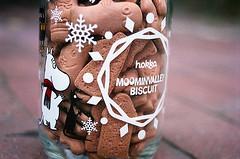 08770008-84 (jjldickinson) Tags: olympusom1 fujicolorsuperiaxtra400 roll394 promastermcautozoommacro2870mmf2842 promasterspectrum772mmuv wrigley brick hokka moominvalleybiscuit japanese food cookie jar packaging snack biscuit sniff moomintroll longbeach