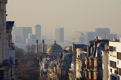 Paris, vers 10 heures du matin en dcembre 2 (paspog) Tags: paris france roofs prelachaise toits gambetta cimetireduprelachaise toitsdeparis avenuegambetta