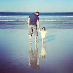 upload (nilujekraz) Tags: walking walk daddy dad ocan bretagne sea amliepoulain instagramapp square squareformat iphoneography amaro