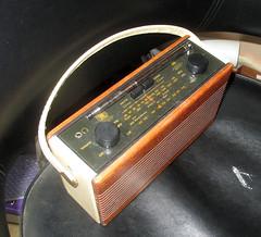r760 cream (roger.cook6@btinternet.com) Tags: roberts radio receiver transistor amfm