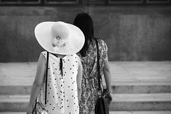 Flowers in the city ;-) (PIXXELGAMES - Robert Krenker) Tags: flower flowers blackandwhite bnw blacknwhite fujifilm fujinon schwarzweiss wien vienna girls candid hat twogirls bag frombehind backside polkadots dots points street fashion streetfashion portrait portret longhairs blackhairs black white snapshod streetstyle lifestyle tourist unknown asian asiangirls beauty