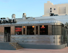 11th Street Diner, Miami Beach (Fintrvlr) Tags: usa florida diner miamibeach southbeach sobe 11thstreetdiner