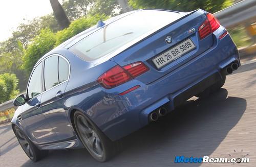 2012-BMW-M5-36