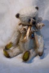Mekare Bears Jeremya (mekare_nl) Tags: bear wool yellow gold artist teddy steel bears cotton mohair teddybear mineral bjd artistbear granulate mekare mekarebears