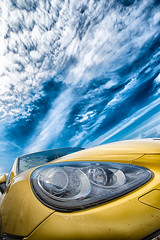 Yellow and blue (Xavier Farre) Tags: spain porsche keep abstracto esp tarragona comaruga cochevehiculotransporte