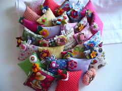 Alfineteiros juntos!!! (romelia.artesanatos) Tags: porta patchwork em tecidos alfinetes alfineteiros