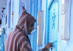 Chefchaouen, Morocco (Sallyrango) Tags: africa street northafrica candid muslim morocco berber arab maroc hood chaouen chefchaouen moroccan djellabah candidstreet africanmen africanstreet
