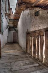 Passaggio fra le abitazioni (Bruncolino) Tags: italia vaticano trentino centrostorico verla giovo valdicembra verladigiovo