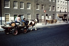LONDON 1979 March pic16 (streamer020nl) Tags: uk horse london moving gb cart 1979 clapham claphamcommon sw8 londen wandsworthroad 538 ploughinn