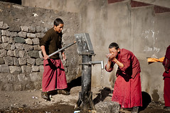 The water pump story - Part 2 - I love YoY (u) (Anoop Negi) Tags: red portrait photography photo robe monk buddhism monastery retreat monks indie spiritual anoop washing indien ladakh inde robes negi acolyte hemis  ablutions  ndia   ezee123  intia  n        ndia n indi