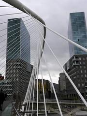 Altos vuelos (vcastelo) Tags: santiago espaa blanco puente spain edificio bilbao calatrava vizcaya torres pas zubizuri vaco