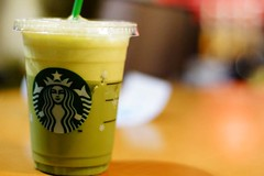green tea latte () Tags: blur cold ice 50mm grande drink bokeh sony beverage starbucks dslr latte matcha greentea defocus foodphotography primelens a65 sonyalpha