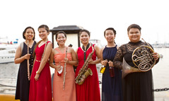 (ElizT.) Tags: up symphonic band saxophone flute horn frenchhorn upsymphonicband musicians woodwind clarizz perez petrasanta clarizzperezpetrasanta aubrey sacop aubreysacop red asia music dress gown orange blue reddress justinesanmiguel eunice tejedor eunicetejedor manilabay orangedress bluedress flutist bottle harboursquare roxasboulevard musician upcollegeofmusic universityofthephilippines
