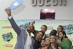 London : Actors from left to right, Will Smith, Jay Hernandez, Joel Kinnaman, Karen Fukuhara, Margot Robbie, Adewale Akinnuoye, Cara Delevingne, Jai Courtney and Jared Leto pose for a selfie (legend_news) Tags: londonactorsfromlefttoright willsmith jayhernandez joelkinnaman karenfukuhara margotrobbie adewaleakinnuoye caradelevingne jaicourtneyandjaredletoposeforaselfie