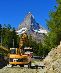 Cervin (Matterhorn) under construction  (www.nathalie-chatelain-images.ch) Tags: valais montagne mountain cervin matterhorn travaux construction caterpillar nikon