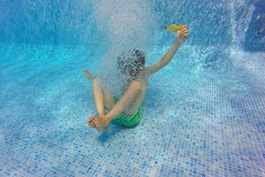 Bajo el agua (☼ Mrs ☼) Tags: agua acuática bajoelagua piscina verano summer summertime gopro