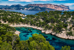 Shades of Blue (Don Csar) Tags: france francia cassis calanques europe europa sea mar beach mediterranean mediterraneo sol verano summer blue azul turquesa wow
