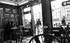 True Love (jaap spiering | photographer) Tags: jaapspiering jaapspieringphotographer jaapspieringfotografie blackandwhite monochrome zwartwit bw noiretblanc streetphotography street people mens mensen couple man men woman vrouw women vrouwen femmes femme venice venezia