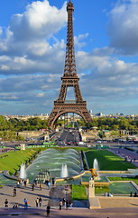 The Eiffel Tower looking at its best (Yvon from Ottawa) Tags: paris france tower fountain symbol eiffel champdemars esplanade trocadero 2012 worldfair jeandrapeau universalexhibition