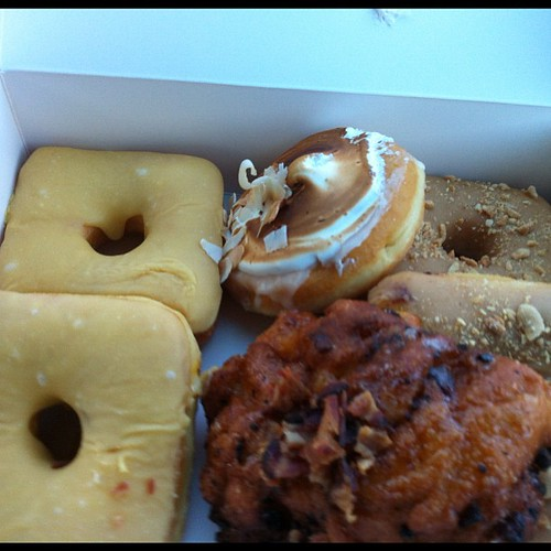 Snacks for the road from @luckysdoughnuts w/ @joiewrites