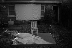 backyard mistery (keunerr) Tags: city bw house chicago casa chair backyard ciudad bn silla mistery patiotrasero backyardmistery elmisteriodelpatiotrasero