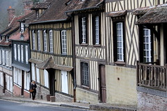 Lyons-la-Fort (twiga_swala) Tags: house architecture de french frankreich vernacular normandie pan maison normandy halftimbered bois lyons fachwerk colombages fachwerkhaus halftimber timberframe vernaculaire timberframed normande pandebois lyonslaforet