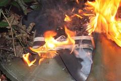IMG_9954 (sim_hom) Tags: burning wellies