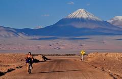 The long and winding road. (Naxsquire) Tags: chile bike desert atacama desierto sanpedro licancabur