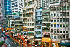 Hong Kong (Tommaso Petruzzi ) Tags: street city trip travel windows people urban house hot building home colors shop skyline way landscape hongkong smog nikon asia strada raw wide palace hong kong negozio oriente orient kowloon grattacielo colori viaggio chin hdr cina sud reportage citt palazzi finestre marciapiede inquinamento quartiere appartamenti