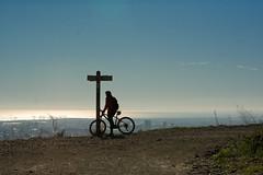 Sobre dos ruedas (Natalitxu) Tags: barcelona contraluz 50mm mar camino bicicleta montaa seal collserola