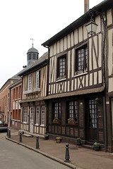 Lyons-la-Foret (twiga_swala) Tags: house architecture de french frankreich vernacular normandie pan maison normandy halftimbered bois lyons fachwerk colombages fachwerkhaus halftimber timberframe vernaculaire timberframed normande pandebois lyonslaforet