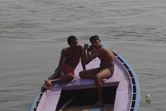 Sensualit 2 (Novembre 2012) (Ostrevents) Tags: sun india muscles river naked nude soleil boat bath couple nu muscle briefs bain slip torso bateau ablution ganga homme inde fleuve benares eroticism torsenu gange jeunehomme chn erotisme sensualit langata venarasi bnares langota ostrevents