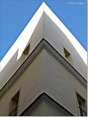 Esquina.Corner (ironde) Tags: building corner andaluca edificio esquina cadiz andalusia cdiz andalousie cadix nikond7000 ironde