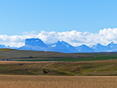Scenery near the Alberta/Montana border (annkelliott) Tags: usa mountains rural america landscape us scenery montana hills fields haybales chiefmountain klippe ruralscene nearcanadausborder