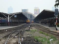 Thailand - Bangkok - Hua Lamphong in the haze (railasia) Tags: thailand bangkok hualamphong infra environmentalissue srt track
