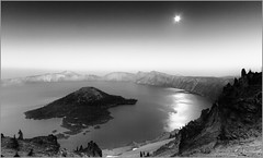 Crater Lake at dusk (1ns0mn1ac) Tags: longexposure blackandwhite oregon canon dusk wideangle moonrise pacificnorthwest wizardisland lightroom craterlakenationalpark rimroad efs1022 t2i silverefexpro eos550d watchmanspeaktrail