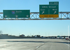 New sign for I-35/119th St Exit, 18 Dec 2012 (photography.by.ROEVER) Tags: road signs sign highway ramp december freeway kansas interstate exit i35 2012 interchange exitonly olathe southbound joco 119thstreet offramp bgs johnsoncounty 119thst biggreensign interstate35 overheadsign exit220 december2012 i35south i35southbound