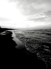Tra le nuvole e il mare (instatobrado) Tags: mare abruzzo cielo biancoenero blackandwhite estate sabbia spiaggia tramonto bnw