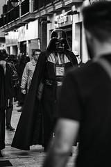 Darth Vader en tu calle no pasa todos los das (Mathias Bra) Tags: darth vader starwars calle social blancoynegro