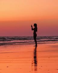 TU Y EL MAR................ S. El Mar es como un hombre de corazn inquieto que va encendiendo hogueras y se muere de fro. nicamente el Mar conoce Tu secreto. nicamente el Mar.. (domingomendozapolo) Tags: beach sunset espaa seascape ocean ocano sun sea landscape landscapes sky nature naturaleza colors colorsinourworld