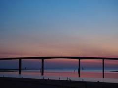Le pont de Noirmoutier (merlaudp) Tags: sunset coucher soleil couleurs colors bridge pont ciel sky paysage landscape olympus vende paysdeloire france ocean atlantic atlantique sea seaside borddemer