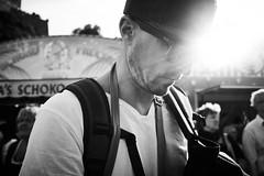 Flash of inspiration? (.martinjakab) Tags: at austria fujifilm geistesblitz kapitelplatz salzburg x100t bw backlight blackandwhite monochrome people person schwarzweiss streetphotography sunglasses