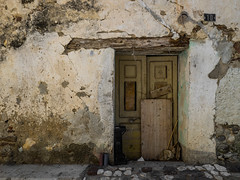 Number 10 [Explored] (Ulmi81) Tags: olympus em1 omd zuiko 918 mft september septembre 2016 posada sardinien sardegna sardinia italy italien stadt city verfalle decay door tre wall wand balken putz holz wood architecture architektur haus gebude building house entrance eingang old alt historic historisch
