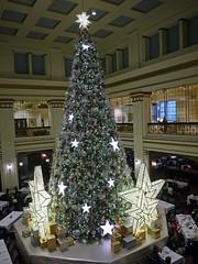 Macy's Walnut Room - Chicago (masMiguel) Tags: illinois downtown loop christmastree panasonic macys marshallfields walnutroom chiacgo dmcg5 14mm25lumixlens
