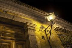 El farol. (Jorge Ortiz J) Tags: door wood light color window yellow wall architecture night ventana pared noche calle arquitectura puerta foto guatemala colonial ciudad amarillo nocturna farol hdr fotografa barrotes laantigua jorgeortiz