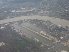 201212010 BA903 FRA-LHR London City airport (taigatrommelchen) Tags: 20121249 uk london boroughofnewham aerial view photo city river thames airport airplane inflight lcy eglc baw