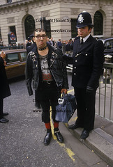 PUNK 1980S UK BRITISH ENGLISH SOCIETY YOUNG CULTURE PUNK ROCKER ARRESTED UK (Homer Sykes) Tags: uk england london english demo britain protest police demonstration 80s 1984 british 1980s protesters policeman cityoflondon gbr reclaimthecity britishsociety londonstock archivestock